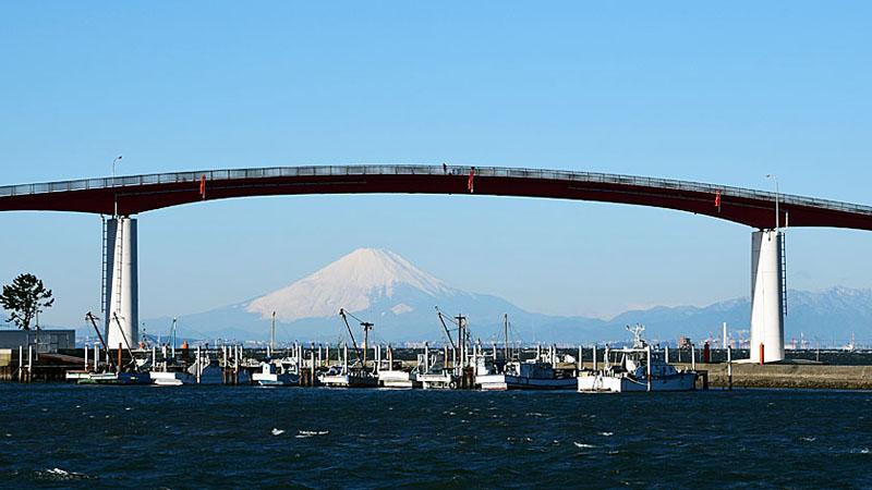 中の島大橋と富士山